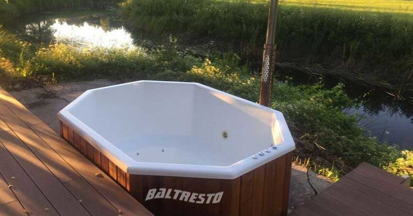pic Clean-Fiberglass-Hot-Tub-2